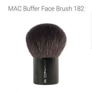 MAC brush #182